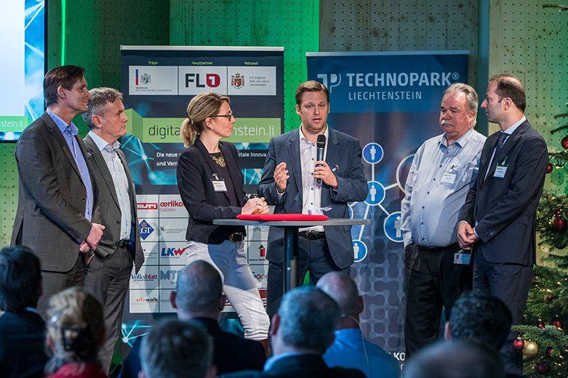 Talk mit Jürgen Brücker (Rektor Universität Liechtenstein), Daniel Kohler (Inhaber io-market), Moderatorin Berit Pietschmann, Markus Goop (Inhaber Eventagentur Skunk AG), Alex Vogt (Geschäftsführer Optics Balzers), Mathias Maierhofer (Geschäftsführer FL1)